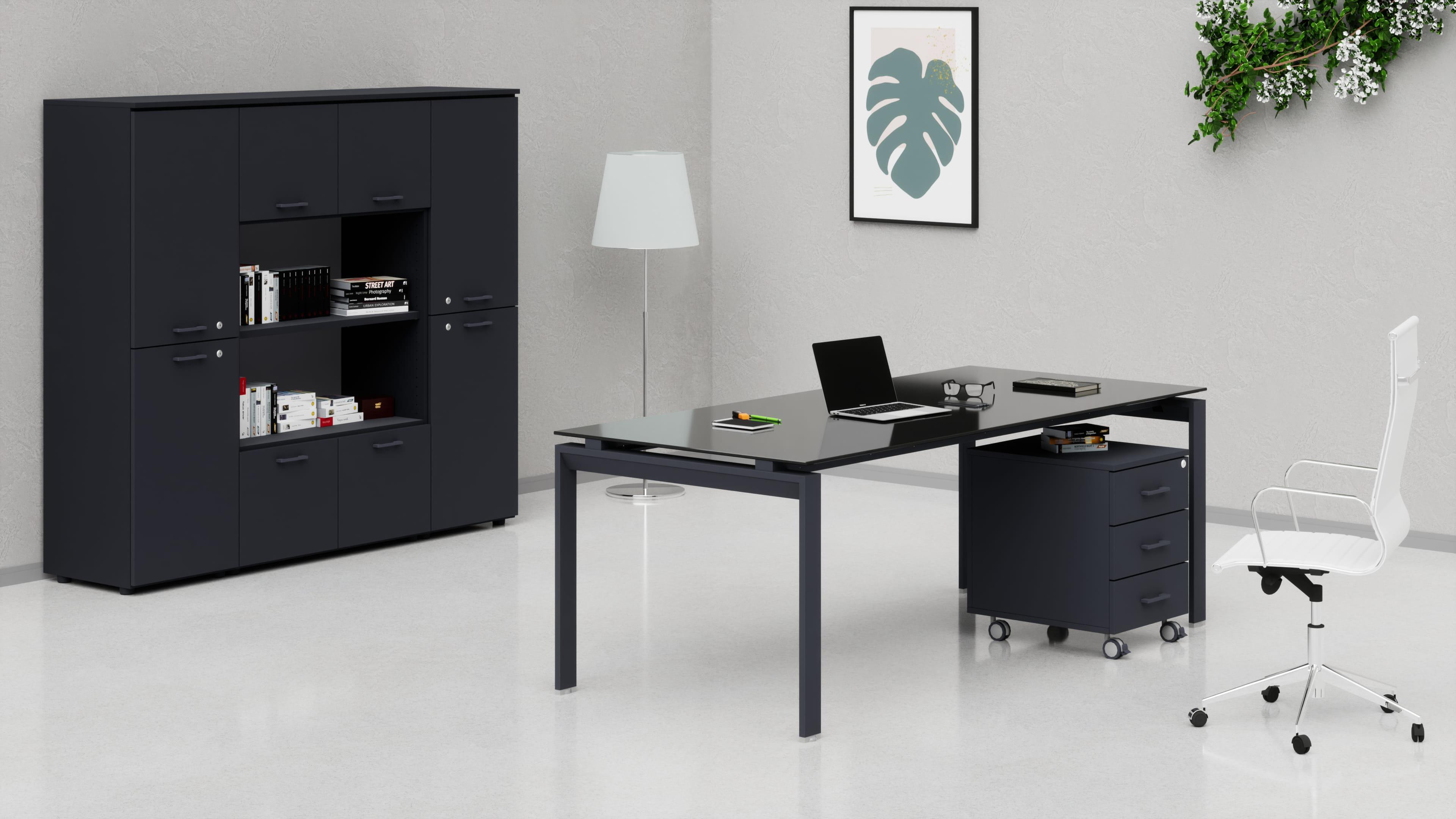 Uffici direzionali SCACCO scrivania piano vetro, cassettiera e contenitori universali medi