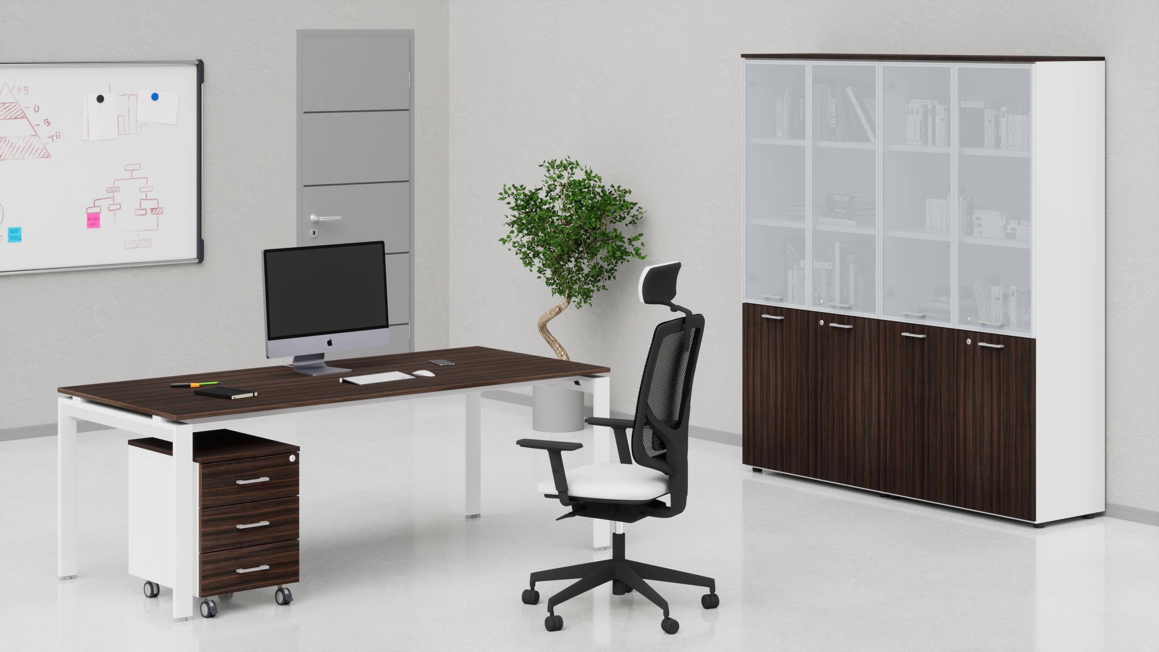 Uffici direzionali SCACCO scrivania, cassettiera e contenitori universali alti