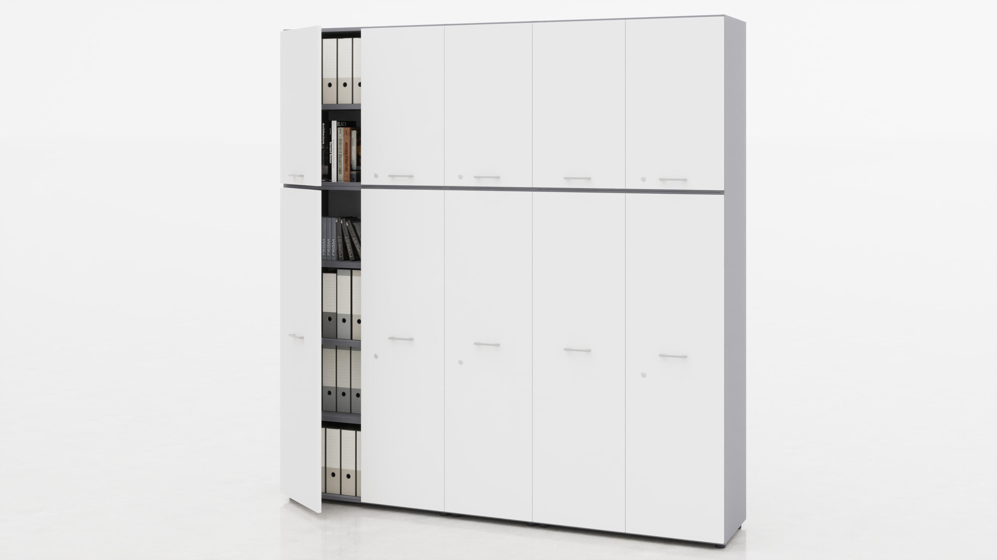 Contenitori medi 4 ante inferiori legno con serratura + sopralzi con 4 ante legno + moduli centrali a giorno.